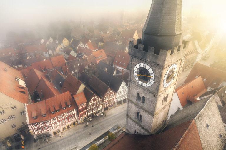 Das Luftbild zeigt die Innenstadt von Ochsenfurt