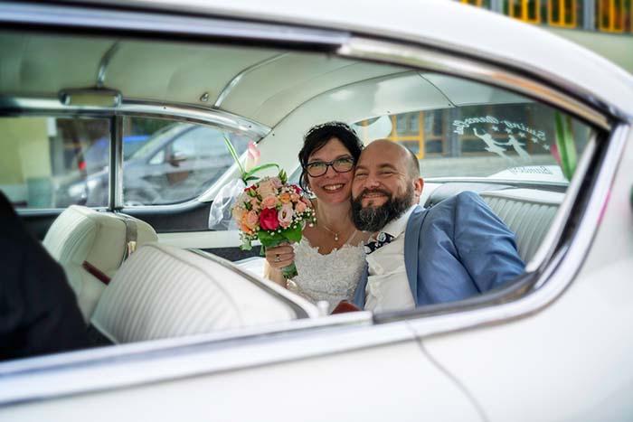 Hochzeitspaar Auto